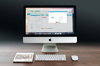 iMac browsing website